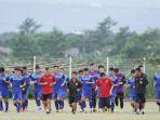 timnas-vietnam-lakukan-latihan_20161205_152812.jpg