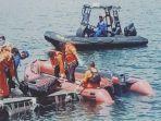 timsar-evakuasi-jasad-wanita-tanpa-didentitas-di-perairan-batu.jpg