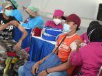 tni-al-gelar-vaksinasi-kepada-1500-warga-pesisir-surabaya_20210706_133052.jpg