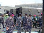 tni-angkatan-laut-memberangkatkan-23-truk-berisi-bantuan-untuk-korban-banjir.jpg