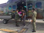 tni-evakuasi-anggota-tgpf-korban-penembakan-kksb-ke-jakarta_20201010_133507.jpg