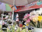 Pedagang Bunga di TPU Tanah Kusir Terimbas Penutupan Sementara Kegiatan Ziarah