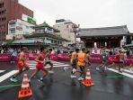 tokyo-paralympic-marathon-melewati-daerah-asakusa.jpg