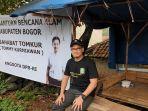 tommy-kurniawan-kunjungi-korban-banjir-dan-longsor-desa-sukajaya_20200110_163013.jpg