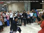 tradisi-palang-pintu-iringi-pembukaan-festival-budaya-betawi-dari-jakarta-untuk-indonesia_20180724_135718.jpg