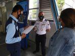 transjakarta-wajibkan-bawa-strp-kepada-calon-penumpang_20210714_154955.jpg