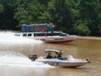 transportasi-motor-air-melintasi-sungai-kapuas_20150820_143734.jpg