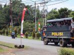 truk-mengangkut-para-pengunjuk-rasa-dari-halaman-kantor-gubernur-papua.jpg