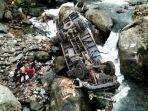 Truk Bermuatan Susu Terjun ke Jurang Sedalam 30 Meter, Diduga Sopir Tak Tahu Medan Jalan