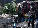 truk-pertamina-terjun-ke-sungai_20180727_072552.jpg