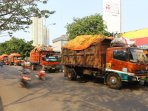 Warga Kesal Kena Tetesan Sampah dari Truk Sampah Dari Jakarta ke Bekasi