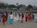 turis-china-di-pantai-kelan-badung-bali_20181026_093456.jpg