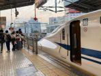 turis-indonesia-di-jepang-yang-membuat-shinkansen-telat.jpg