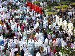 umat-musilm-sholat-idulfitri-1440-h-di-masjid-raya-bandung_20190608_095142.jpg