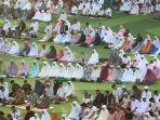 umat-musilm-sholat-idulfitri-1440-h-di-masjid-raya-bandung_20190608_095434.jpg