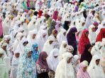 umat-muslim-laksanakan-salat-idul-adha-1438-h_20170902_181544.jpg