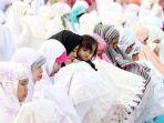 umat-muslim-laksanakan-salat-idul-adha-1438-h_20170902_181617.jpg