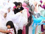 umat-muslim-laksanakan-salat-idul-adha-1438-h_20170902_181633.jpg