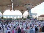 umat-muslim-lakukan-sholat-ied-di-masjid-agung_20170626_144342.jpg