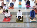 umat-muslim-salat-idul-adha-1441-h-di-masjid-agung-jateng_20200731_183140.jpg