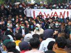 unjuk-rasa-mahasiswa-dan-pelajar-di-depan-gedung-dprd-jabar_20191002_232339.jpg