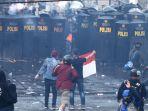 unjuk-rasa-mahasiswa-dan-pelajar-di-depan-gedung-dprd-jabar_20191002_234110.jpg