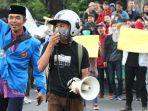 unjuk-rasa-mahasiswa-dan-pelajar-di-depan-gedung-sate_20190927_205757.jpg