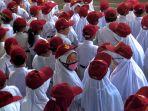 upacara-bendera-orang-tua-murid-sd-negeri-karangmekar-mandiri-1_20200317_183051.jpg