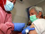 vaksinasi-covid-19-kepada-lansia-di-jakarta_20210223_173552.jpg