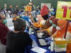 vaksinasi-covid-19-para-pedagang-pasar-dan-tenant-mal_20210301_205927.jpg