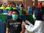 vaksinasi-covid-19-untuk-petugas-pelayanan-publik-di-tangerang_20210312_181319.jpg
