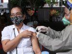 vaksinasi-massal-di-kota-bandar-lampung_20210621_143654.jpg