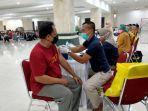 vaksinasi-massal-di-masjid-raya-hasyim-asyari-1.jpg