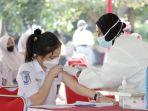 vaksinasi-massal-untuk-pelajar-di-sma-n-1-semarang_20210714_131058.jpg