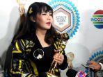 via-vallen-saat-acara-indonesian-dangdut-awards.jpg