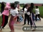Video Viral Tawuran Siswi SMA di Mojokerto, Ada yang Jatuh Tersungkur Lalu Ditendangi