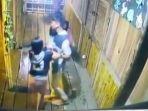 video-viral-pria-banting-hp.jpg