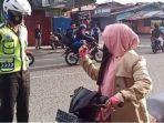 video-viral-seorang-emak-emak-marah-saat-ditegur-personel-satlantas1111.jpg