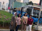 viral-apresiasi-busway-empat-emak-mendapat-voucher-jaklingko_20190910_140521.jpg