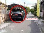 Terungkap! Identitas Pejabat Daerah yang Parkir Mobilnya di Jalan Pakai Kanopi