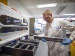 virus-corona-masuk-laboratorium-pengujian-di-inggris_20200220_003321.jpg