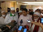 wakil-ketua-dpr-azis-syamsuddin-usai-menerima-perwakilan-massa-1112.jpg