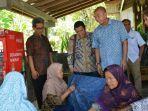 wakil-ketua-komisi-xi-dpr-ri-m-prakosa-berdialog-dengan-perajin-batik.jpg