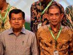 wakil-presiden-jusuf-kalla-berfoto-bersama-pendiri-pt-slickba_20170127_095612.jpg