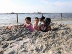 warga-bermain-di-pantai-ancol_20200620_224646.jpg