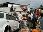 warga-dan-tim-evakuasi-korban-gempa-di-pidie-jaya_20161207_134659.jpg