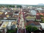 warga-dan-wisatawan-padati-kota-singkawang_20160222_091516.jpg