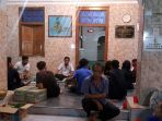 warga-kampung-bugis-serangan-mengungsi-di-masjid_20170104_100743.jpg