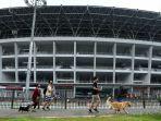 warga-kembali-berolahraga-di-stadion-gbk_20200605_190257.jpg