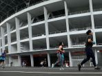 warga-kembali-berolahraga-di-stadion-gbk_20200605_192124.jpg